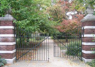 Gate_ajar