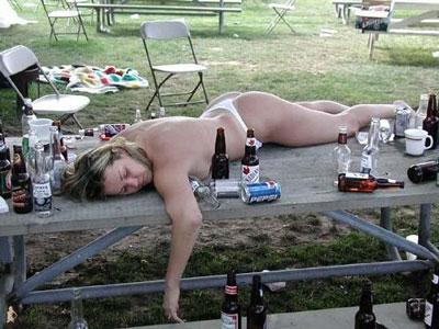 Drunk_naked_girl400